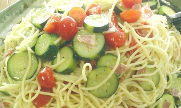 キッチンブー ズッキーニとトマトのパスタ